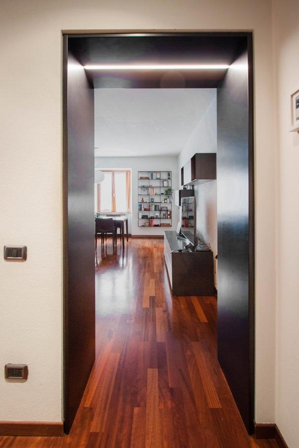 portale-accesso-sala-ferro-nero-cerato-illuminazione-incasso