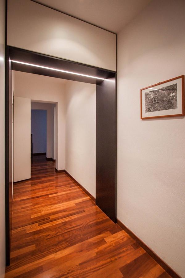 portale-ferro-corridoio-illuminazione-integrata