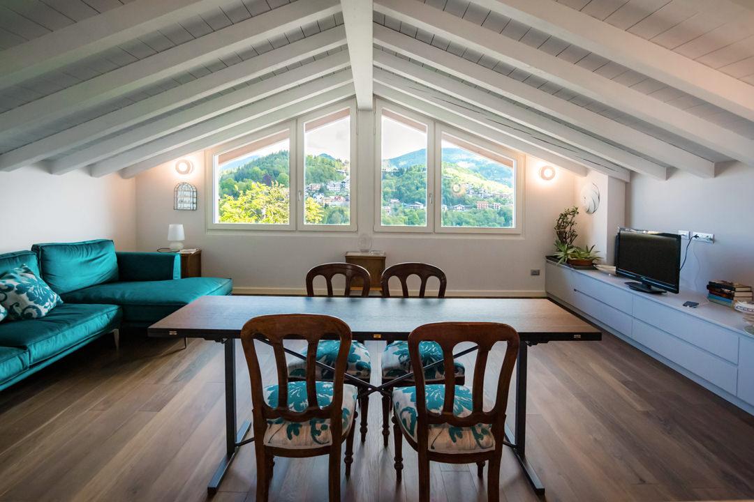 salotto-contemporaneo-ampie-vetrate-divano-ottanio-velluto-verde
