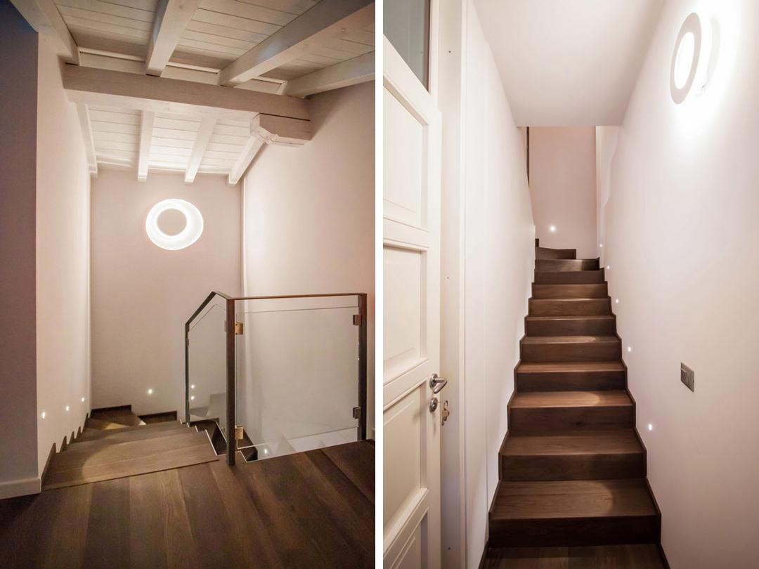 scala-ingresso-parquet-scuro-illuminazione-segnapassi-mansarda