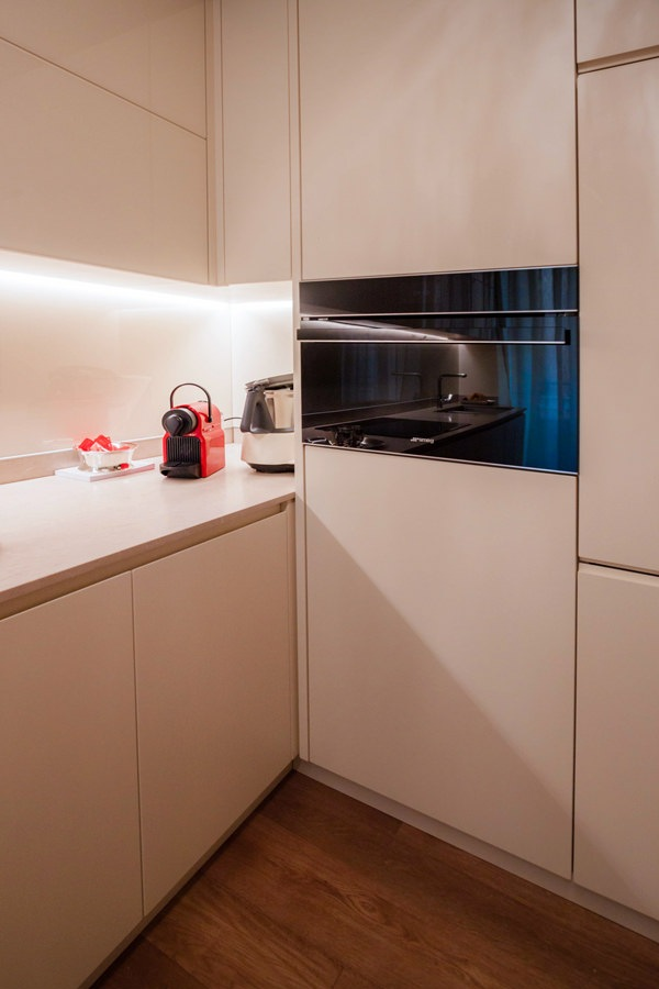 angolo cucina color crema cestella estraibile cassetti interni