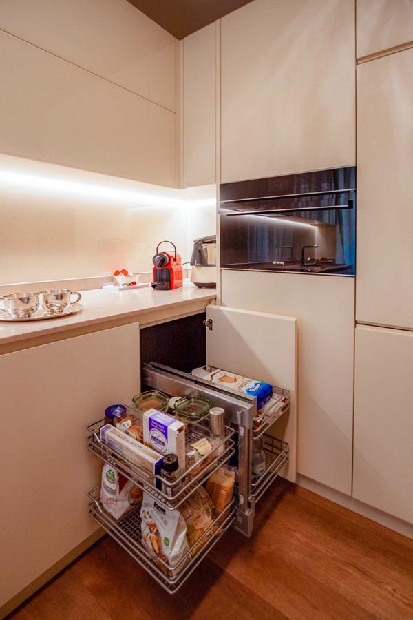 anta angolo cucina cestella interna posizione aperta
