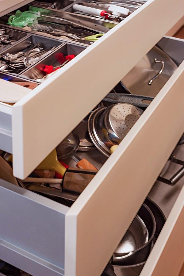 apertura cassetti cucina interno alluminio portaposate