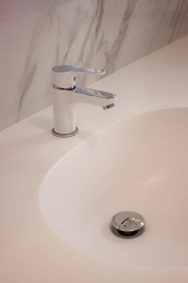 lavabo mobile bagno integrato piano Corian