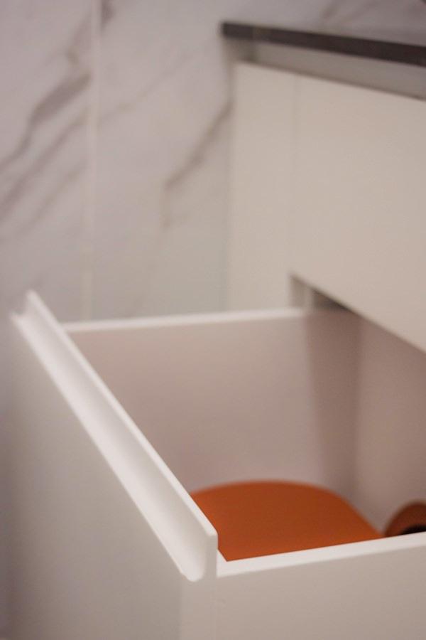 maniglia incavo cassetti mobile bagno sagomato curvo