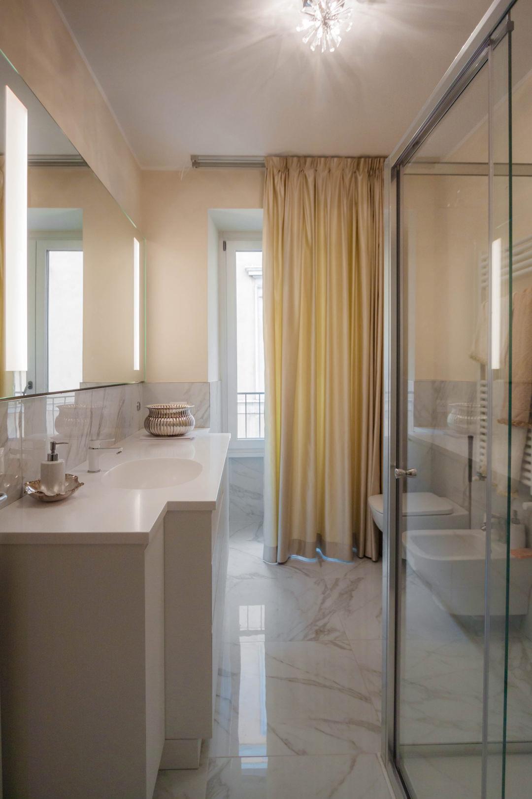 mobile bagno elegante color crema vista frontale
