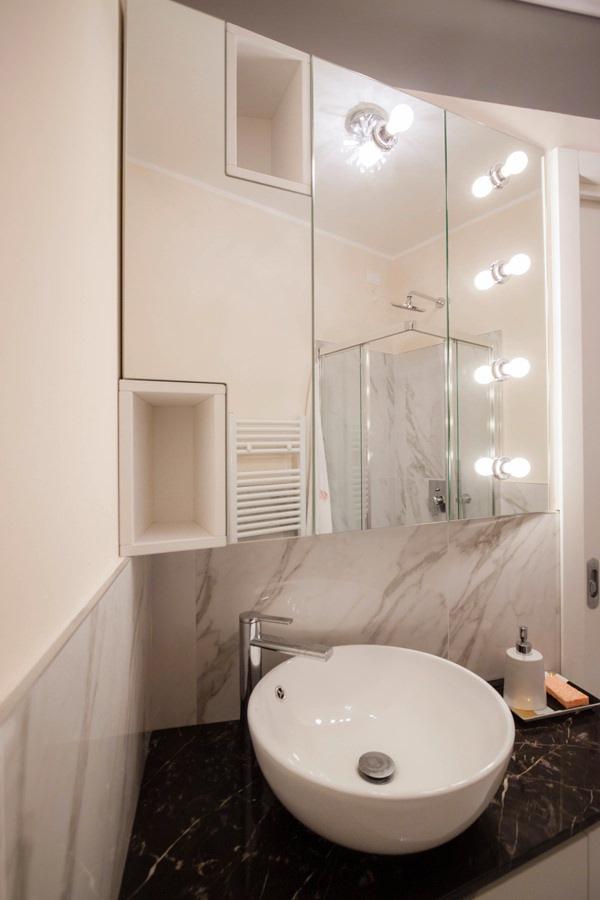 mobile bagno specchio illuminazione lampadine esterne