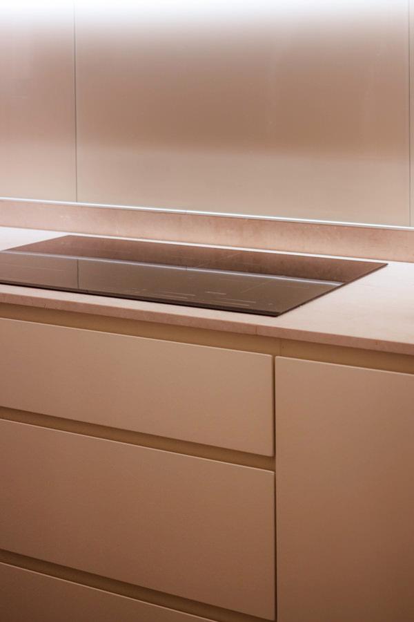 mobili color crema cucina cassetti maniglia incavo