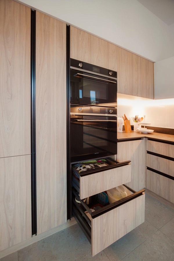 cassettoni forno cucina laminato effetto legno maniglie incavo alluminio nero