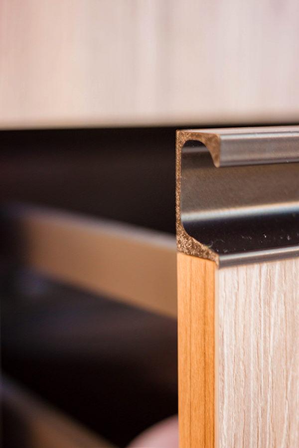 maniglie sagomate alluminio nero verniciato ante cassetti