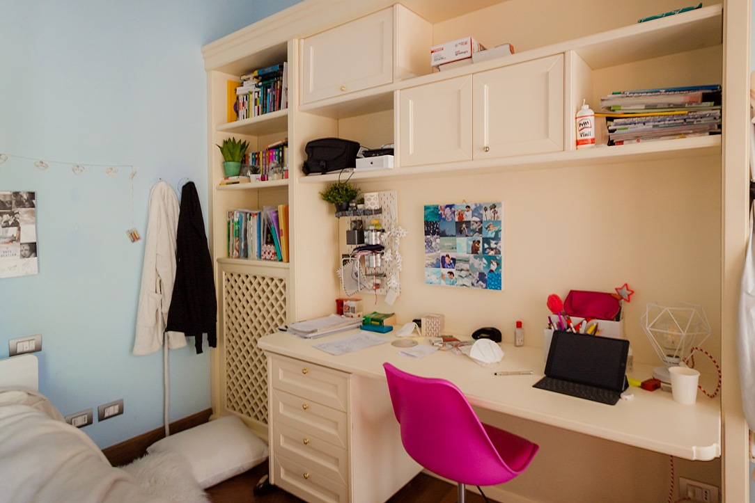 classic style bedroom desk