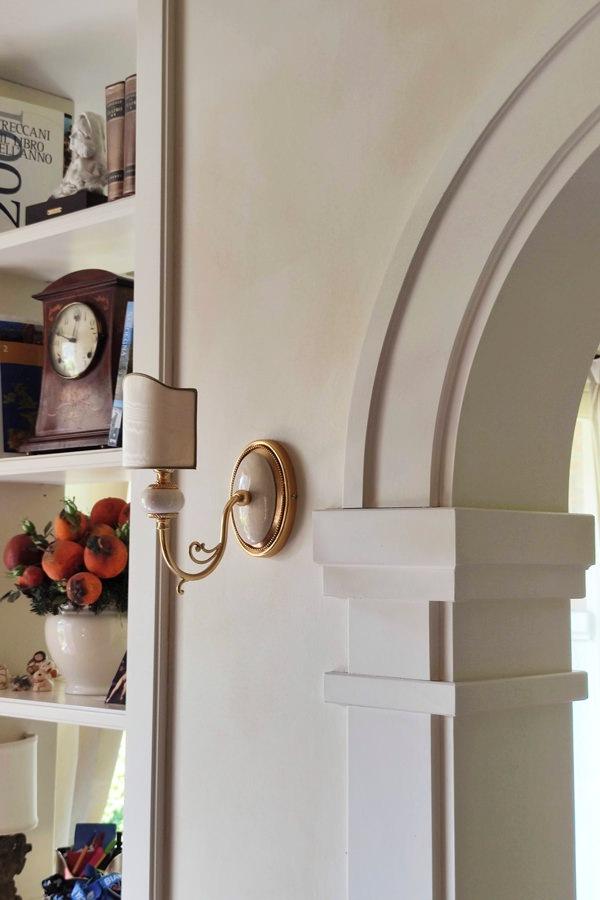 classic style entrance details arch moldings