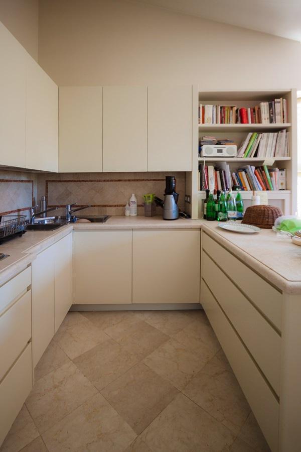 modern classic style kitchen renovation on the peninsula side snack bar