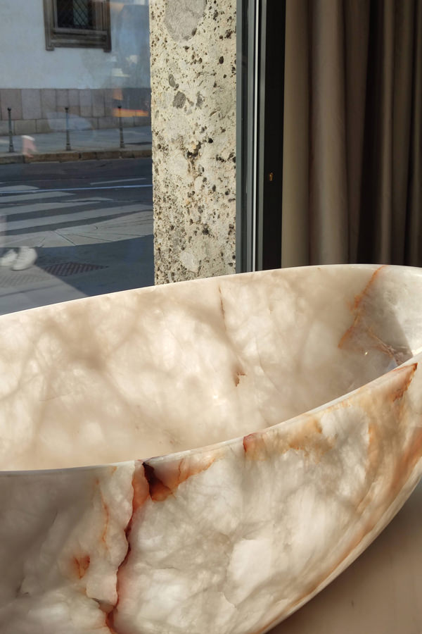 vasca Onice Antolini Milan Design Week