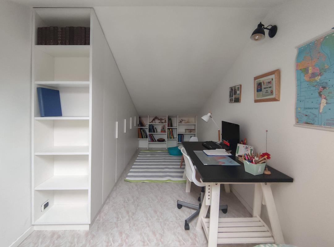 armadio su misura mansarda soffitto inclinato libreria fronte
